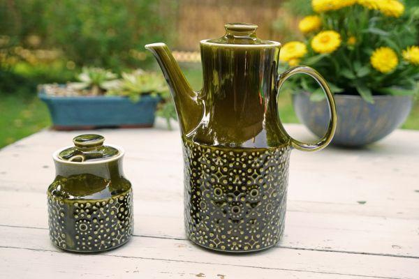 Kanne mit Zuckerdose aus Irland, gefertigt in den 60er Jahren in schönem moosgrün passend für den schön gedeckten Tisch im angesagten Vintage Look.