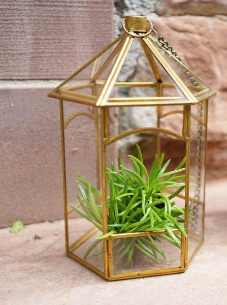 Vintage Pflanzgefäß aus Messing und Glas zum Aufhängen oder Hinstellen als Deko für das Wohnzimmer mit Pflanzen im Boho vintage Look