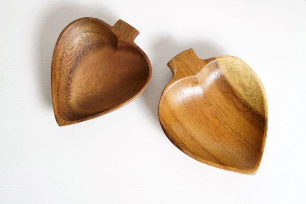 Holzschale aus Teakholz in Pik Form als Deko für dein gemütliches Zuhause im Boho Stil