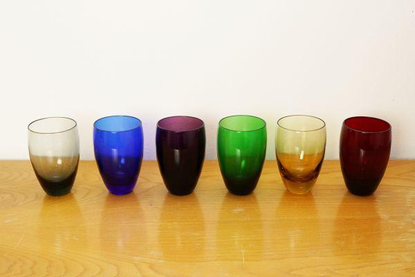 Set bunte Vintage Gläser für deinen schön gedeckten Tisch im Vintage Stil