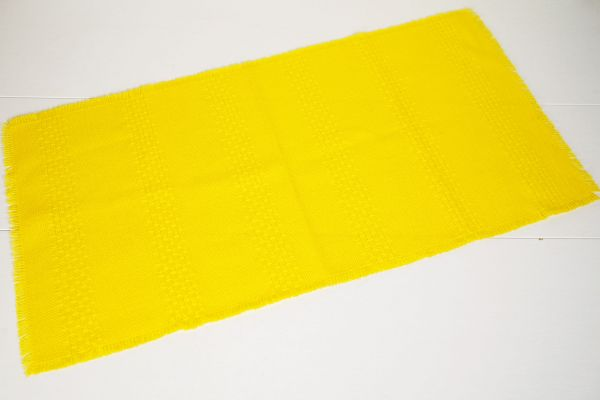 Tischläufer gelb als Tischdecke für deinen schön gedeckten Tisch