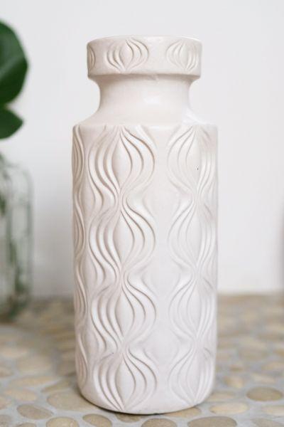 Weiße mid century Vase von Scheurich mit Zwiebelmuster. Ein Zeitloser Klassiker passend zu VIntage, Boho, Ethno und Urban Jungle. Als Dekoration für dein gemütliches Zuhause.