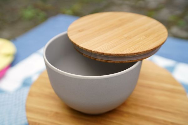 Schale mit Bambusdeckel von Madam Stoltz für den Sommer, als Deko für dein gemütliches Zuhause im Boho Look