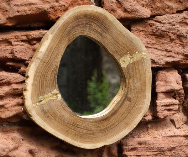 Toller Spiegel mit Holzrahmen und Goldapplikation im vintage boho Look