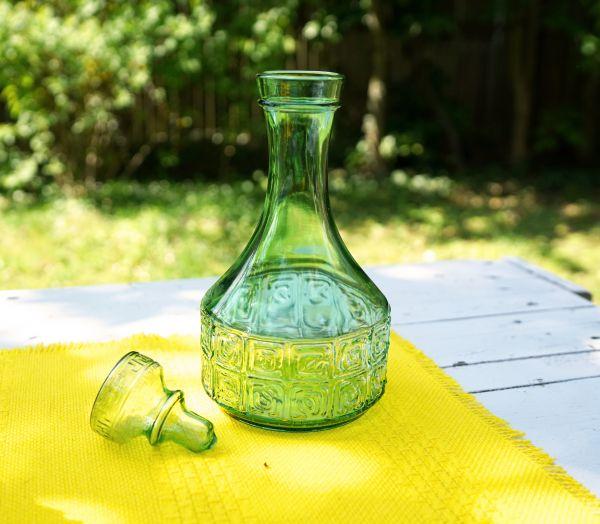 Grüne Vintage Glaskaraffe mit Glasaufsatzverschluß
