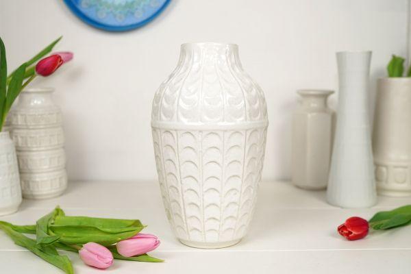 Weiße Vintage Vase von Bay für dein gemütliches Zuhause als Dekoration