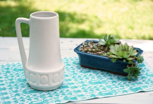 Wunderschöne, weiße Henkelvase mit Ethno Dekor für das gemütliche Zuhause