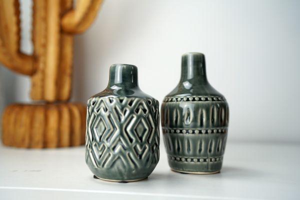 Vasen im Boho vintage Look mit grauer Glasur und Ethno-Muster