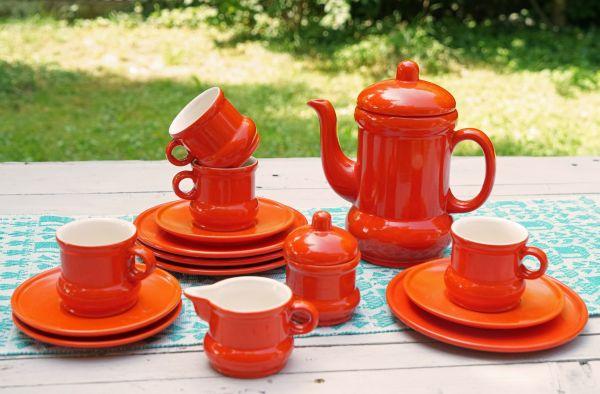 Kaffeeservice von Wächtersbach aus den 70er Jahren in knalligem Orange für den schön gedeckten Tisch im angesagten Vintage Look