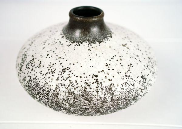 Bauchige Vintage Ufo Vase im Ethno Look für das Wohnen im Sommer und als Deko für dein gemütliches Wohnzimmer