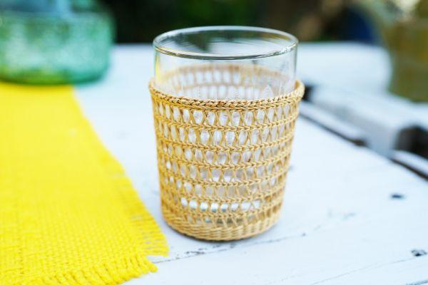 Fünf Bastkörbchen zum Schutz für Trinklgäser für das Zuhause im Boho und Ethno Style