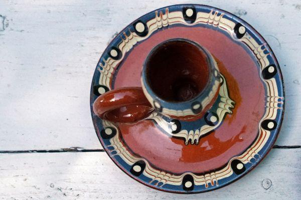 Kerzenleuchter aus Ton mit roter Glasur und hübschen Verzierungen passend für dein Zuhause im Boho Look