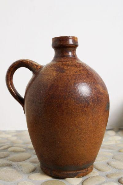 Brauner Krug als Vase mit Henkel als Deko für Boho & Ethno