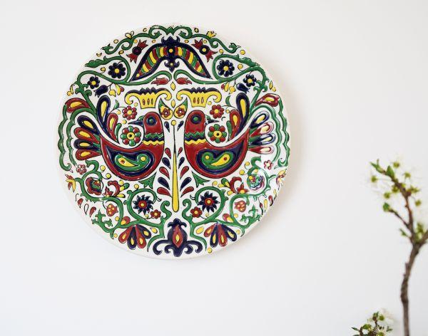 Griechischer, handbemalter  Wandteller aus Rhodos mit Vogeldekor im Boho Style