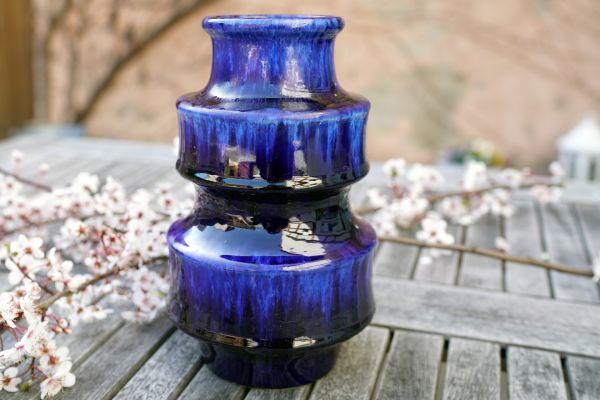 BlaueVintage Vase von Scheurich aus den 70er Jahren. Ein leuchtender Hingucker passend zu VIntage, Boho, Ethno und Urban Jungle. Als Dekoration für dein gemütliches Zuhause.