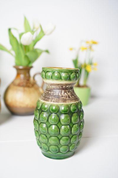 Ananasförmige Vintage Bay Vase mit grüner Glasur auf einem Noppenrelief.