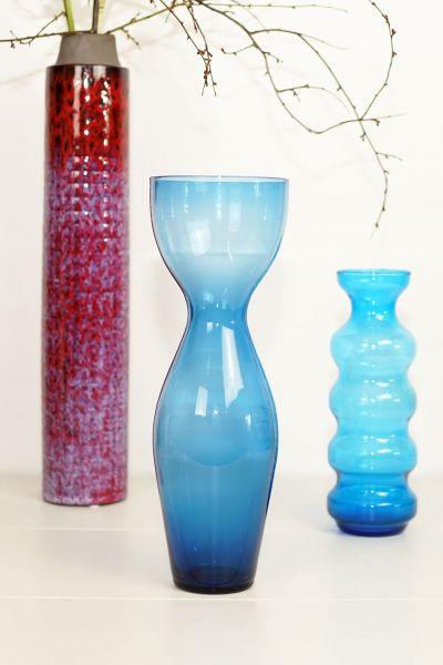 Vintage Glasvase in blau petrol in Form einer Tuplpe als Deko