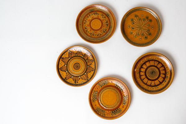 Wandteller aus Keramik in erdigen Farben als Deko für dein Zuhause im Ethno Stil