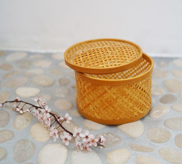 Körbchen aus geflochtenem Bambus