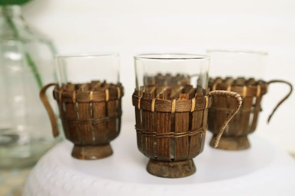 Vintage Teegläser Set mit Körbchen