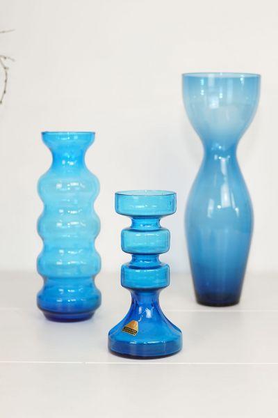 Kerzenleuchter aus blauem Glas als Deko für deinen schön gedeckten Tisch im Boho Stil