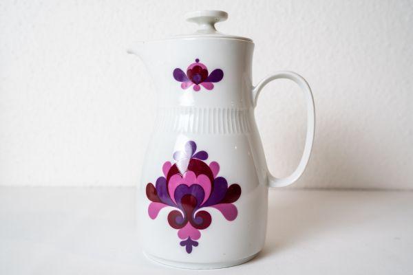Porzellan Kanne aus der ehemaligen DDR im floralen Design