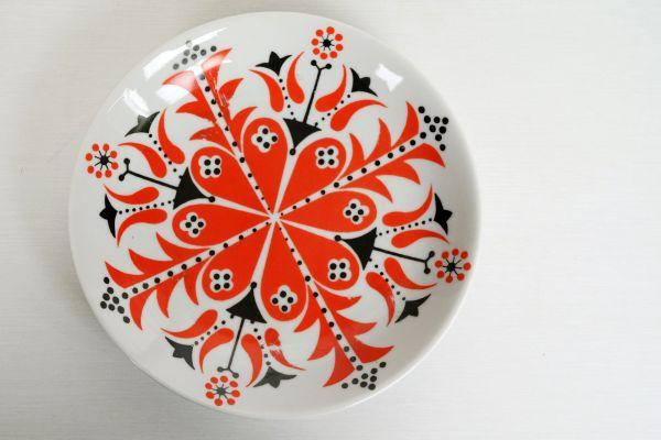 Wandteller als Wanddekoration vintage aus Ungarn in floralem Design