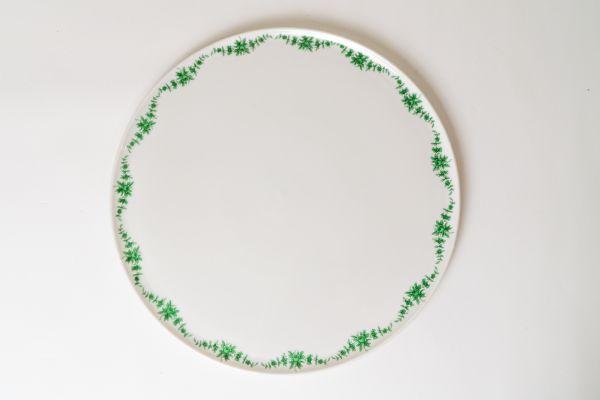 Servierplatte oder Kuchenplatte mit grünem, floralem Design für deinen schön gedeckten Tisch im Vintage Sti