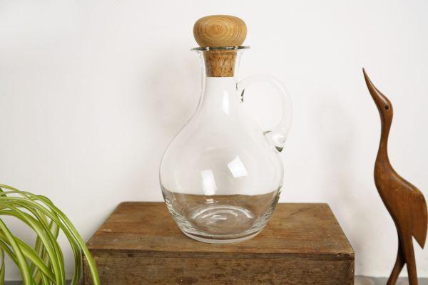 Wunderschöne Glaskaraffe oder auch Kanne als Deko auf deinem Schön gedeckten Tisch