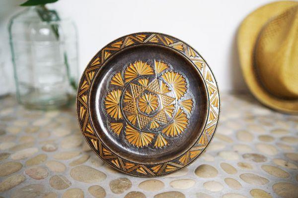Holzteller mit Musterung im Vintage Design als Deko für dein Zuhause im Vintage Look