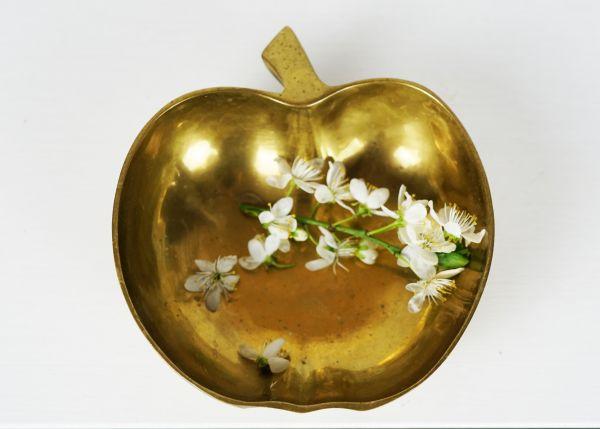Vintage Apfelschälchen aus Messing für das gemütliche Wohnzimmer im Boho Style